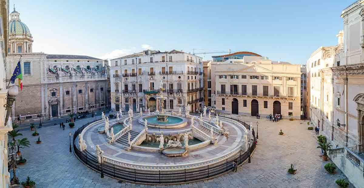 vista-panoramica-di-piazza-pretoria-o-piazza-della-vergogna-palermo-shutterstock361330991-1611653099.jpg