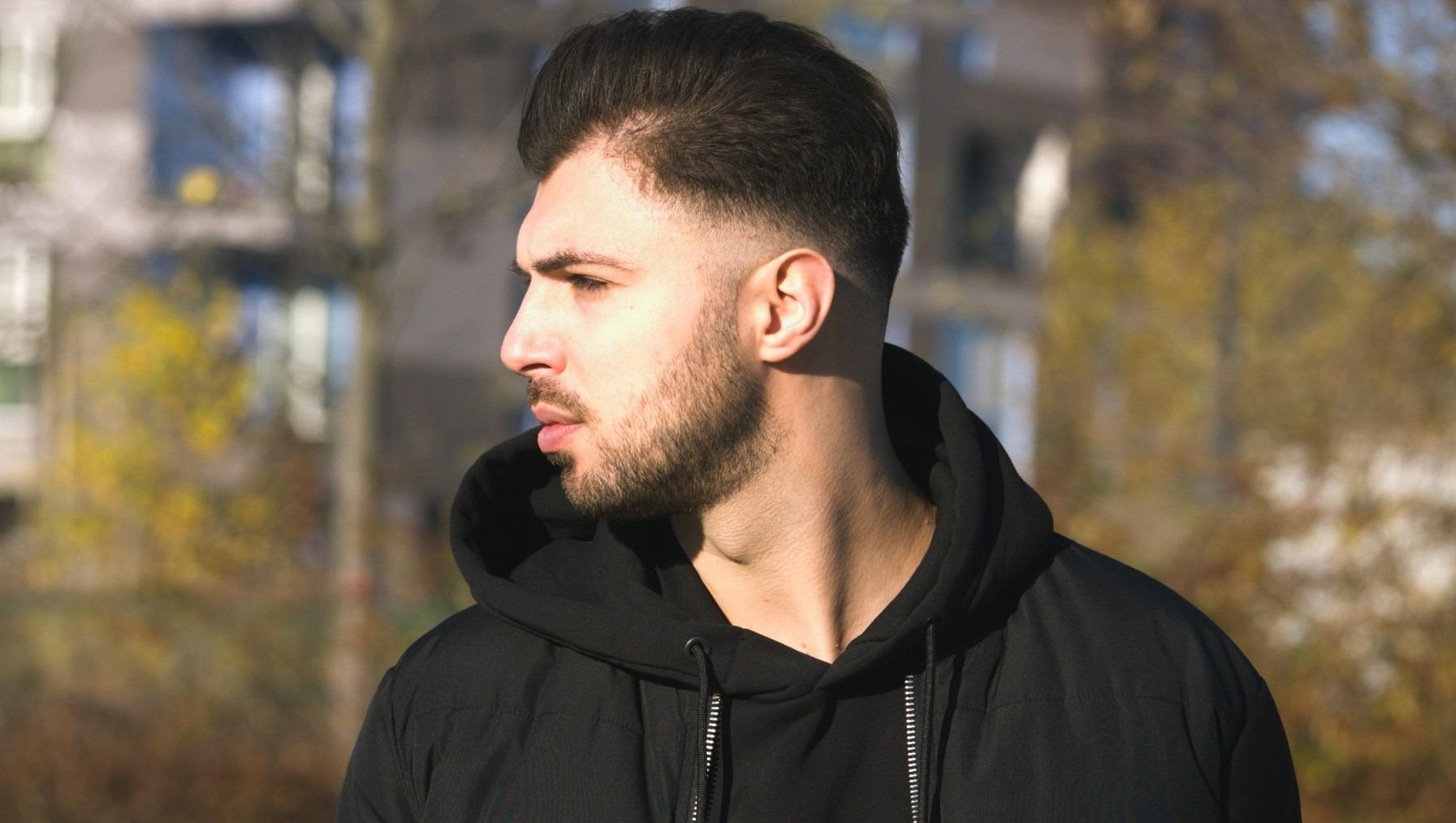 """Torna il """"rapper poliziotto"""" siciliano Revman, con il singolo """"Il Gelo"""" dedicato alle vittime della pandemia"""