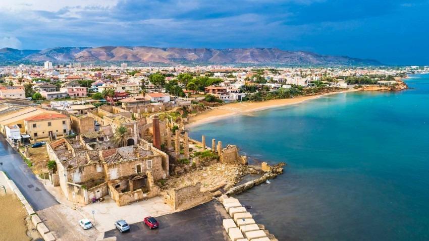 Scoperto a Rosolini un sito di età ellenistica: i Carabinieri recuperano oltre 2mila reperti