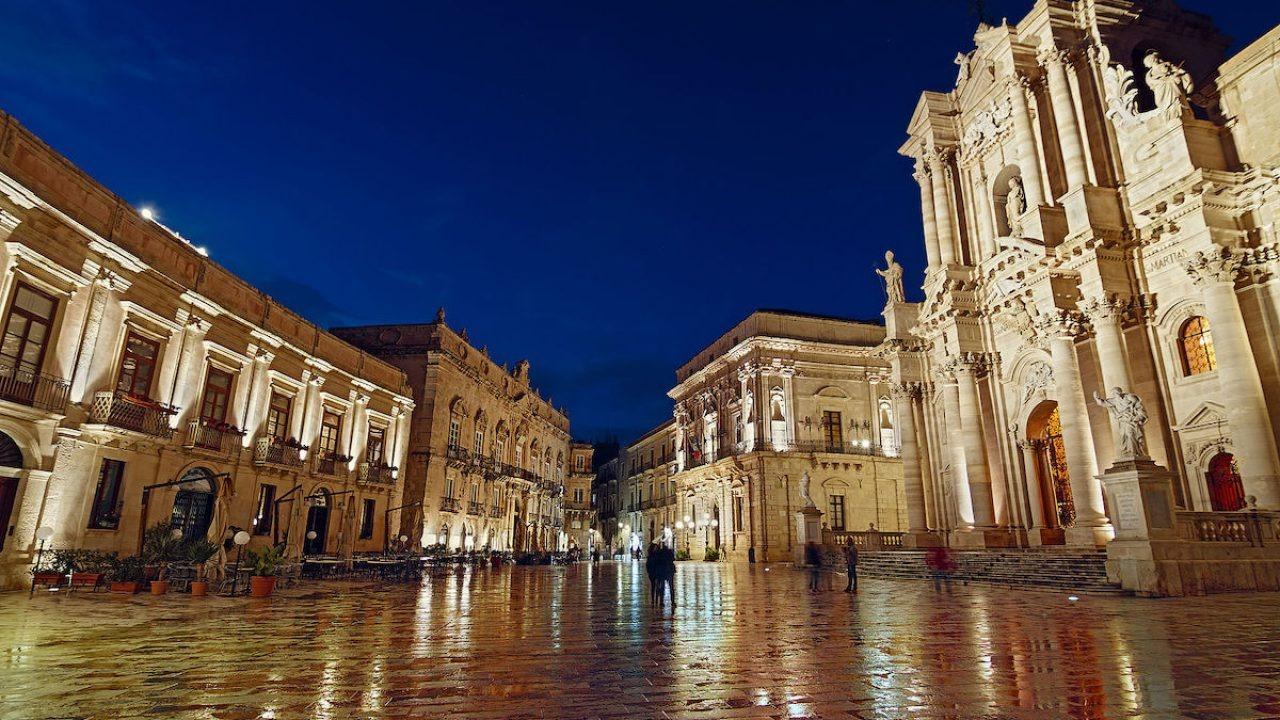 Vittorio Sgarbi nuovamente indagato da procura di Siracusa, questa volta per traffico di opere d'arte