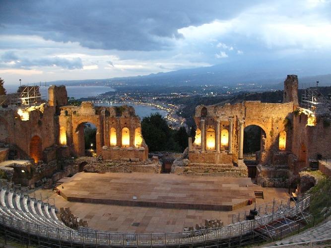 politica-beni-culturali-sicilia-libro-500-1628074581.jpg
