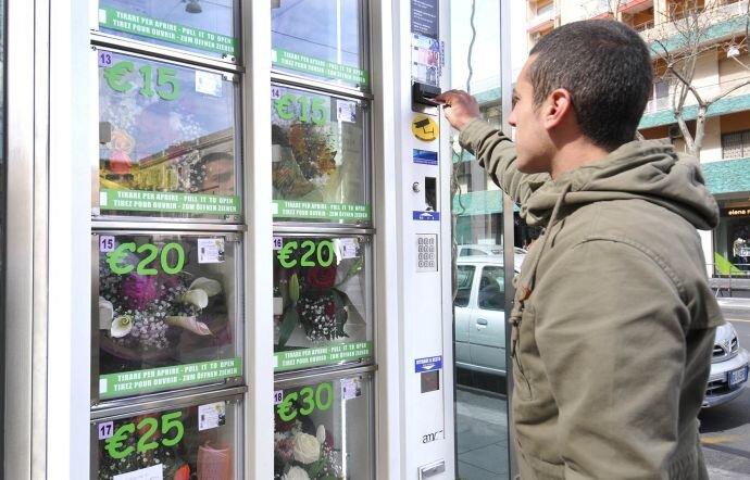 Installato a Catania il primo distributore automatico di fiori in Sicilia