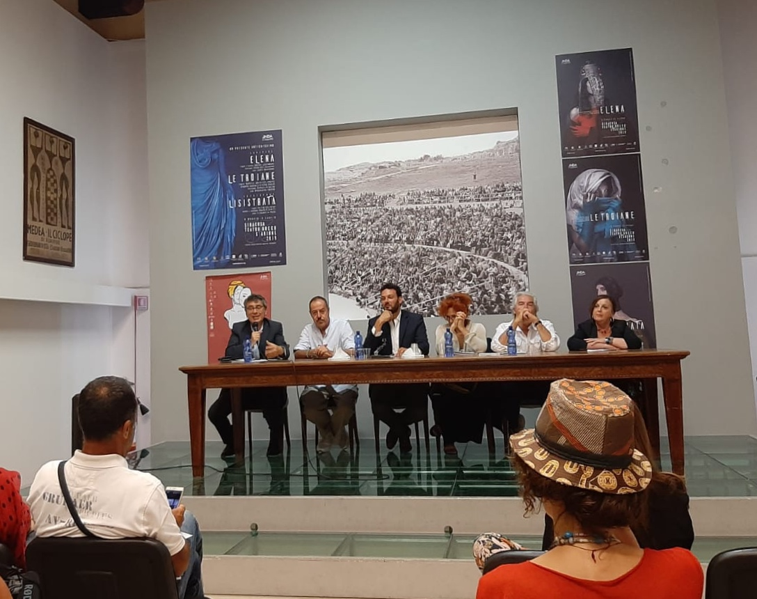 """Presentato il cast della """"Lisistrata"""" di Tullio Solenghi"""